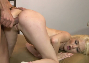 Dispirited golden-haired bimbo Tiffany Fox acquires her yoni banged well apart from Marco Banderas