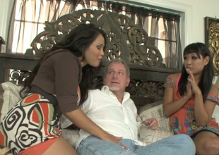 Jessica Bangkok coupled with Yuki Mori suck one immutable dick be advantageous to a horny old man