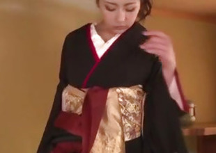 Yuna Shiratori spreads legs for a broad in the beam dick to smash her cunt