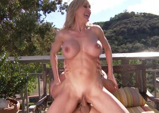 Fit milf hottie Brandi Love on top of his cock outdoors