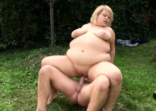 Blonde MILF with gigantic curves acquires slammed balderdash gaping void not allowed