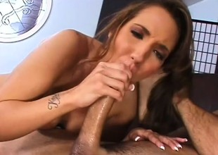 Striking brunette Kelly Divine invites a hung impoverish on touching satisfy will not hear of urges