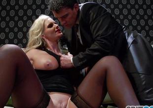 Breaking into be passed on vajayjay of horny blonde Phoenix Marie