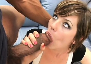 Glorious brunette bares say no to curvy ass cheeks and sucks two big bananas
