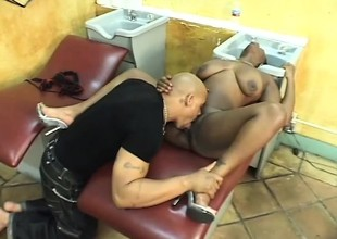 Swarthy hairdresser squeezes the brush ass while he pumps the brush pussy raw
