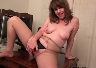 American milf Tracy works her nyloned cum-hole