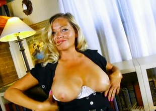 Non-professional peaches milf chats and plays with say no to tits