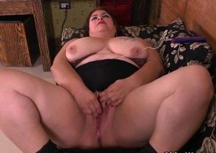 BBW milf Carmen hides vibrating egg in hose