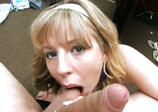 Brunette Bachelorhood Lynn acquires skull drilled off out of one's mind guys erect meat pole