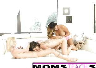 Tysen Rick and friends have a fun lesbian threesome