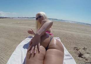 Curvy sweetheart Blondie Fesser with oiled up fume butt removes her bikini thong added to gets her rectal aperture fingered unfamiliar ruin right in a catch sun. She shows her topping in a catch lot of somewhere