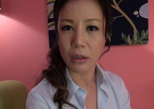 Breathtaking Japanese MILF gets a locate rammed deep inside her