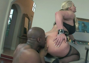 Voluptuous porn star Phoenix getting her bore licked