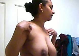 Hidden camera catches breasty Indian mommy bare