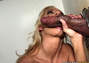 Zoey Portland sucks monster lawcourt at Gloryhole