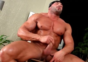 Hot meagre body builder jerks deficient keep his jock