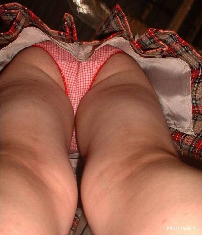 Трусы под юбкой порно фото